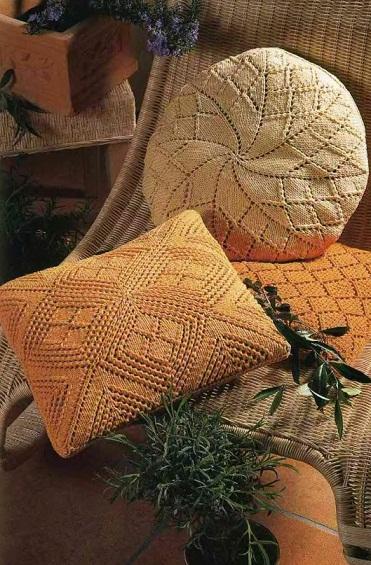 Вязаные подушки спицами