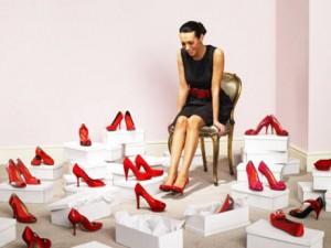 donna-che-ama-scarpe-rosse_