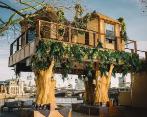 virgin-holidays-builds-35-foot-luxury-treehouse-in-central-london-designboom-01-694x555