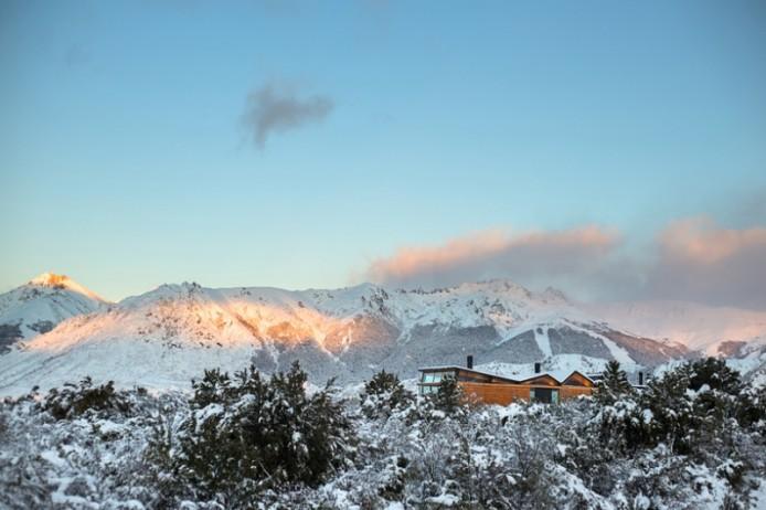 Сasa CS: дом с изогнутой крышей от Alric Galindez