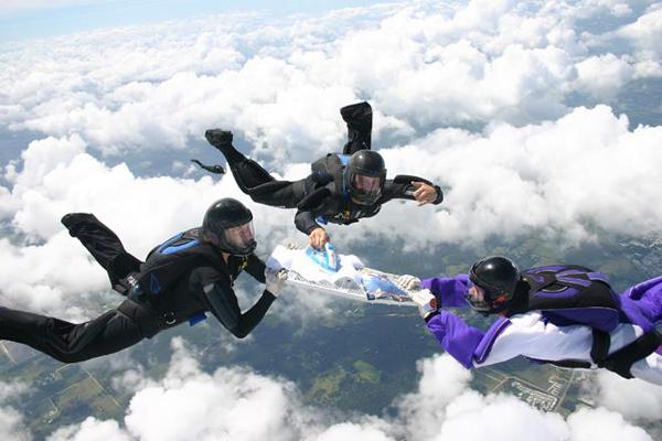Хороший подарок - прыжок с парашютом