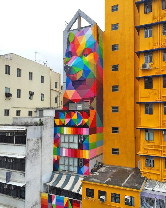 Дом с «Похитителем радуги» от Okuda San Miguel, Гонконг, Китай.