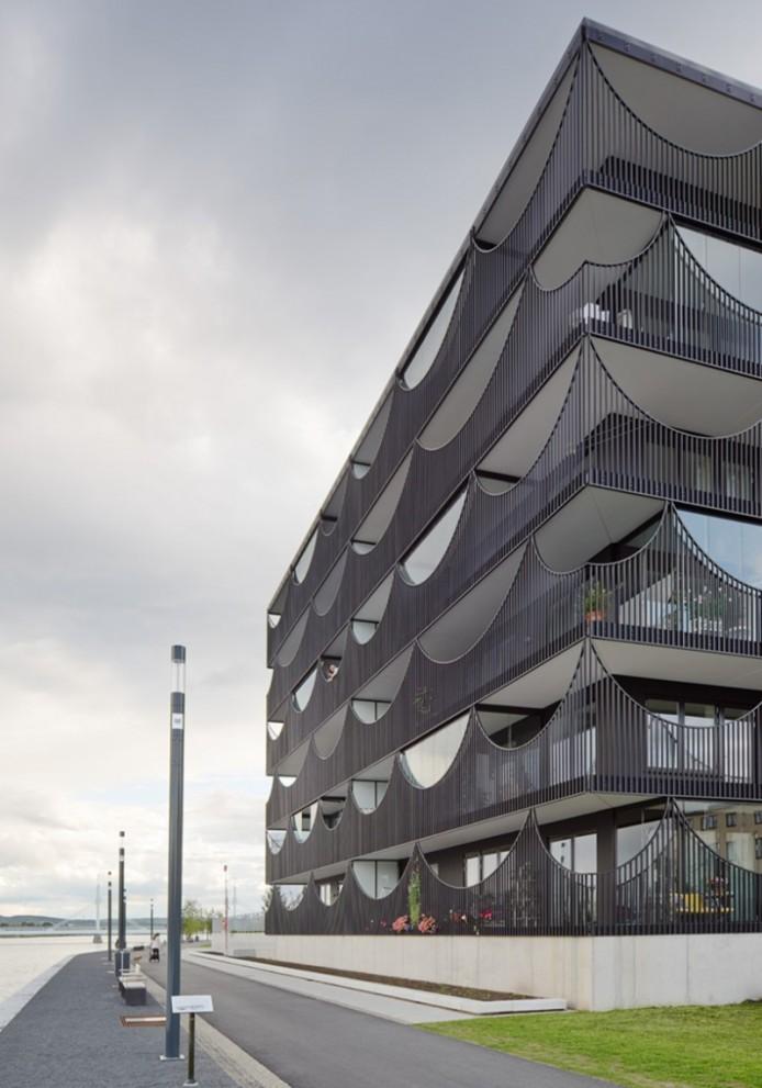 Перевернутые арки для балконов от Tham & Videgård Arkitekter