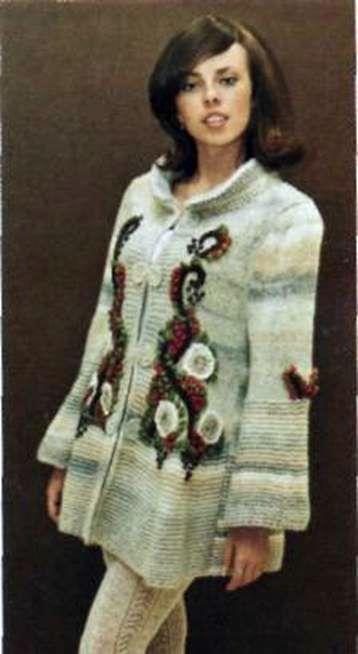 Вязаное пальто с вышивкой размер: 40