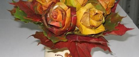 Изящный букет из осенних листьев