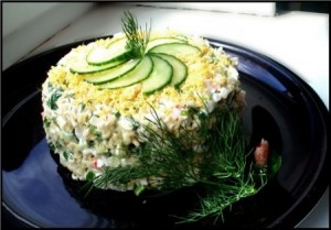 Салат с вермишелью, грибами и мясом