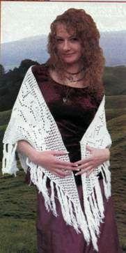 Вязаный платок размер: длинная сторона 200см, короткая сторона 115см