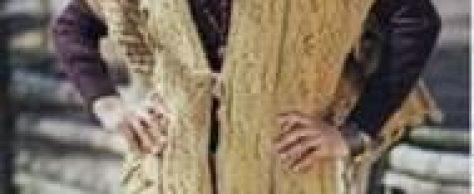 Вязаное рельефное пончо с помпонами и кистами размеры:36 – 40