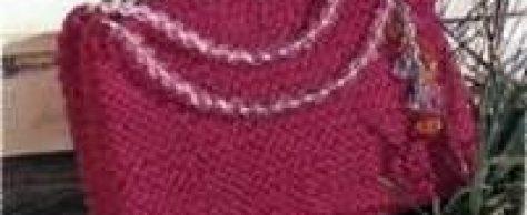 Вязаные платок и сумка ярко-розового цвета