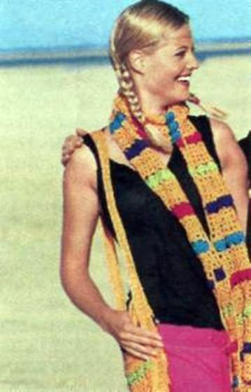 Вязаные шарф и сумка с разноцветными полосами размеры: шарф 23 х 190 см; сумка 29 х 34 см