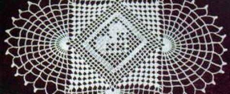 Вязаная салфетка филейной сеткой