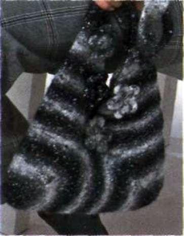 Вязаная сумочка с цветками размеры: 32 х 34 см (без ручки)