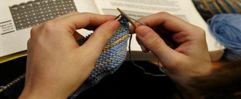 Как научиться вязать свитер спицами?