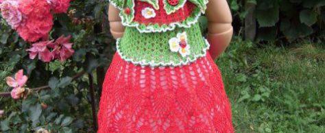 Вязаное платье для девочки Земляничка
