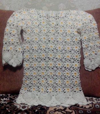 Женский пуловер из ромашек крючком. Работа Ирины Колотуша