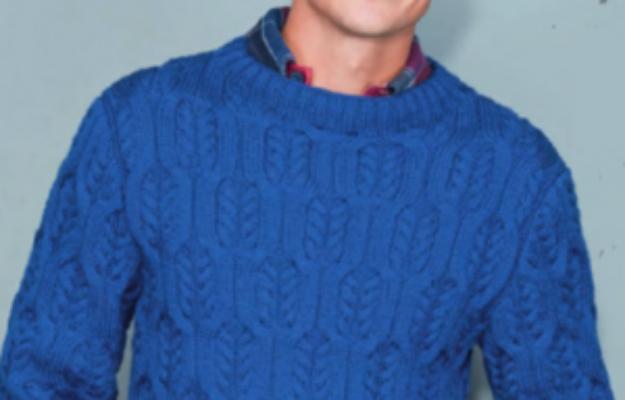 Мужской голубой пуловер спицами